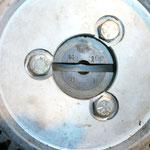 Ein Detail, welches mir erst beim Ölpumpe einbauen aufgefallen ist: 3Punkt anstelle von 4 Punkt. Heißt also, ich brauch ne andere Ölpumpe