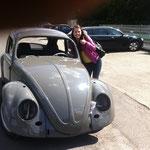 Nun ja, ein Blickfänger halt. Und nein, ich kenn das Mädel nicht, aber die wollte halt unbeding mit aufs Foto^^ (Wie wird das erst, wenn das Auto fertig ist???)