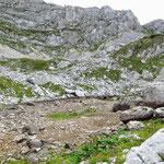 маршрут на Боботов Кук, высыхающее ледниковое озеро Zeleni vir
