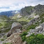 массив Šareni Pasovi (2248м) и Štit (2236м)- слоистые горы из осадочных пород