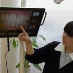 ①口腔内カメラと説明用モニタ