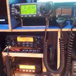 ICOM IC706 MKIIG  - ALINCO DX70 - YAESU FT1900