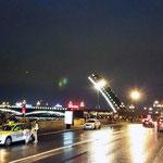 Разведенные мосты - главная достопримечательность нашего города в этот сезон