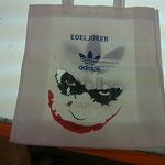 Der Joker hat sich in dieses Werbegeschenk förmlich eingebrannt. By Kami.