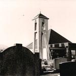 Errichtung des Glockenturms am Friedhof