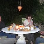 gemütlicher Abend in der Pergola