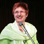 Frühjahrskonzert 2013  - Viktoria Pfitzer führt wie gewohnt gekonnt durchs Programm