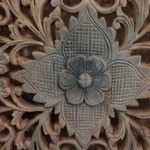"""Diese Blume """"blüht"""" im Badezimmer  auf einer Schranktür aus Tibet"""