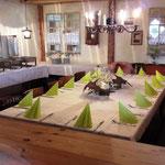 Wir bieten Buffet oder Tischgerichte an.