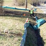 Aufbau des Schutzzaunes bei Niederhofen (Foto: B. Langenegger)