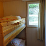 De slaapkamer met een stapelbed.