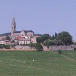 Het plaatsje Vernoux en Vivarais dat op 7 km. van ons terrein La Grange ligt. Hier kunt u terecht voor al uw boodschappen.