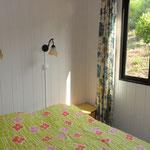 Slaapkamer met tweepersoonsbed.