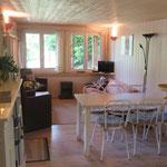 Huiskamer met open keuken.