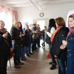 Ute Velten (Mitte 2. li.)begrüßt die Landfrauen und viele neue Gäste (Foto:DM)