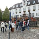 ..vor dem Rathaus .. (Foto:D.Mathes)