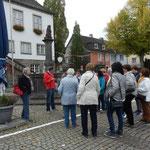 ..vor dem Rathaus mit Marktbrunnen.. (Foto:D.Mathes)