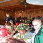 für ihre hervorragende Bewirtung gab es Blumen für die Gastgeberinnen.. (Foto:DM)