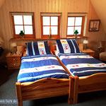 Schlafzimmer: Im ersten Stock (2 zusammen gestellte Einzelbetten)...