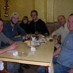 Onze groep aan het diner in El Rocio, v.l.n.r. Sander, ik, Jeroen's zoontje Pepé, Jeroen, Frank en Jan.