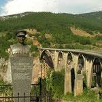De beroemde brug over de Tatra rivier.