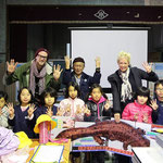 Japanese school class showing how many species we still have to see in Japan. © Laura Tiemann