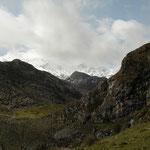 Picos de Europa, sommige toppen nog bedekt met sneeuw.