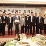 盧副教授、通訳の陳氏、主催者の記念写真