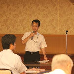 東日本大震災現地調査報告の概要について説明する右城猛会長