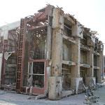女川町の4階建ての鉄筋コンクリートの建物。基礎は直径400mm,長さ5mのRCパイルが16本。