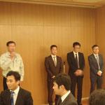 新入会員の(株)イチイコンサルタントと前田工繊(株)の挨拶