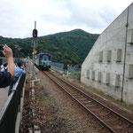 新線路部を走行する列車