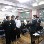 五艘審査員(平田大会長の代理)による優勝チームの表彰