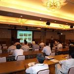 加賀氏の講演に熱心に耳を傾ける参加者