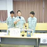 優勝した高知工業高校2年生の池田魁士、森本祐旭、山岡巧君のチーム