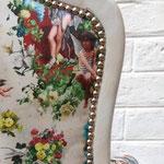 Fauteuil style Louis XV - clous décoratifs appliqués au dossier extérieur - tissu Jean-Paul Gaultier
