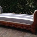 Réfection partielle (assise) méridienne - Tissu fourni par client et passementerie galon gros grain d'Houlès