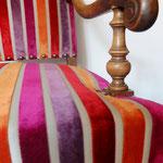 Fauteuil style Régence rénové avec un velours à rayures - tissu Casamance