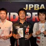 年間表彰:左から3位赤狩山幸男、MVP栗林達、2位土方隼斗