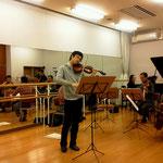 リハーサルの様子。ヴァイオリンの大江馨さんは仙台出身です。