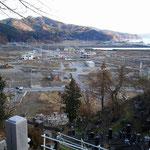 コンサート会場 大槌町中央公民館のある高台からの風景。 去年と少し変わりました。2mの盛土をするための試験が始まっています。(写真左手前)