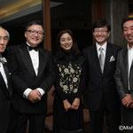 加藤知子さん(中央)とクウォーターのメンバー
