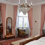 """Zimmer """"11"""" (9), Hotel Grunewald, Digitale Sammlung Museum Bad Nauheim, stellvertretend Beatrix van Ooyen, Foto: Jürgen Wegener, Bad Nauheim"""