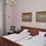 Zimmer 4 (5), Hotel Grunewald, Digitale Sammlung Museum Bad Nauheim, stellvertretend Beatrix van Ooyen, Foto: Jürgen Wegener, Bad Nauheim