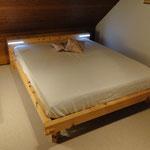Bett aus massiver Arve