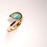 Bague or blanc opale