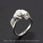 bague or blanc palladié fleur agate blanche et feuilles diamants
