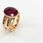 bague or rose, rubis ovale, saphirs et diamants