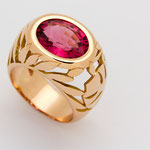 bague or rouge , tourmaline rose ovale