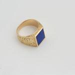 chevalière gravée or jaune , plaque lapis lazuli